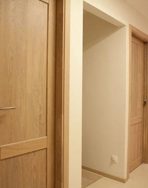 Solid oak wood door with 2 filings