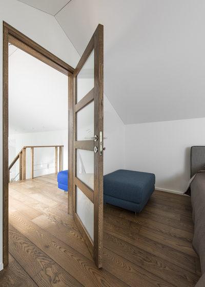 Solid oak wood door with 4 filings
