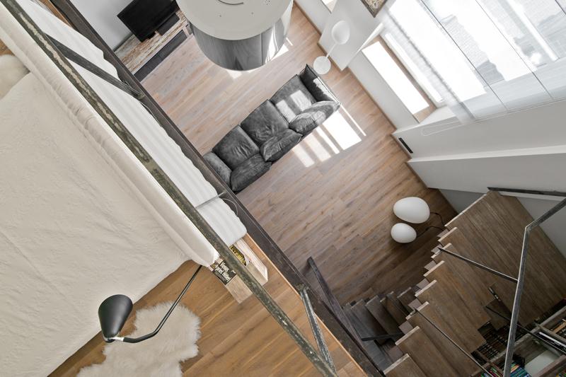 Loftas. Ąžuolinė grindinė lenta garinta, spalva S-3409 Skaidriai balta